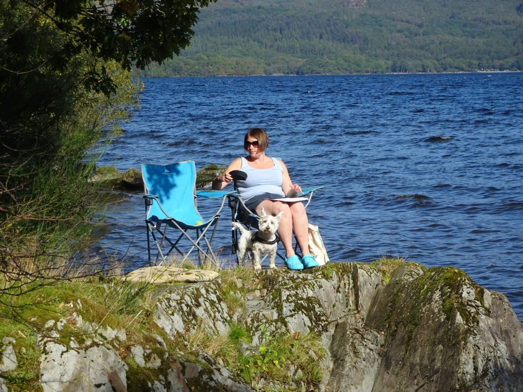 poppy and mum on rocks at loch lommond